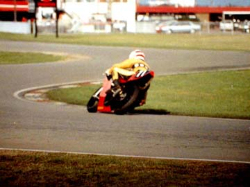 oooops,  a bit off line Rikio  *** Click **   The Flying Finn Jarno Saarinen world champion 1972  250 cc.